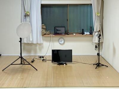 オンライン配信用モニターあり - レンタルスペース Mermaid (ルームC)15畳フローリングの室内の写真