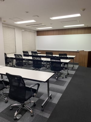 セミナースタイル - D-SPOT-COM本町 D-SPOT-COM本町会議室の室内の写真