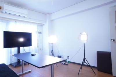 カメラ三脚 コンデンサーマイク  単一指向性 - 【811Place渋谷道玄坂】 多目的スペースの室内の写真