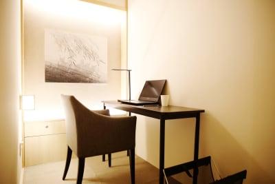 換気扇とエアコン空調が完備された静かな個室空間 - hotelzentokyo ワーキングブース #1の室内の写真