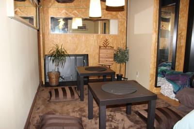 クロークとしても控室としても使える小部屋があります。 - ラウンジクリブの室内の写真