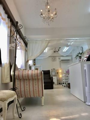 サロンラフィーネ まつげエクステ サロン エステの室内の写真