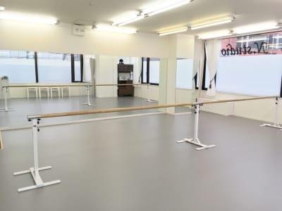 移動式レッスンバーあり - N.studio ダンススタジオの室内の写真