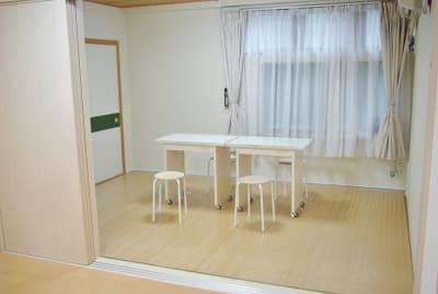 机、イス、無料 - レンタルサロン(ルームB)の室内の写真