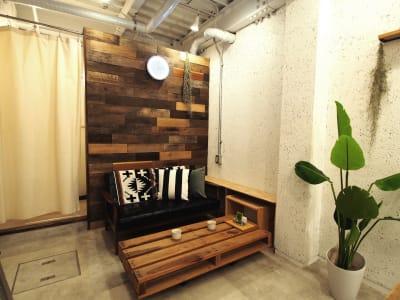古材の壁面はインダストリアルなイメージで写真映えするスポットです。 - 【GHON】便利な立地の戸建貸切 展示会/撮影/パーティー#101の室内の写真