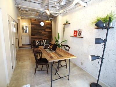 開放的な室内は、テレワークや撮影に人気のスペースです。 - 【GHON】便利な立地の戸建貸切 展示会/撮影/パーティー#101の室内の写真