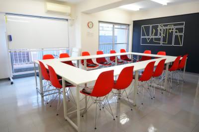 【kurenai会議室】 10名~20名様専用の会議室♪の室内の写真