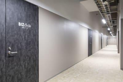 セミナーブース前通路 - 江戸堀センタービルセミナーブース 16名収容可能、充実設備の入口の写真