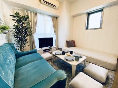 少人数でのパーティに最適🎉✨  ※寝具類のご用意はございません。 - SMILE+ViVi梅田 レンタルスペース、パーティルームの室内の写真