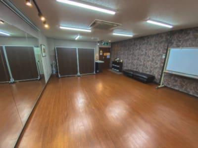 スタジオ全体(窓面から) - Studio KEOLA レンタルスタジオの室内の写真