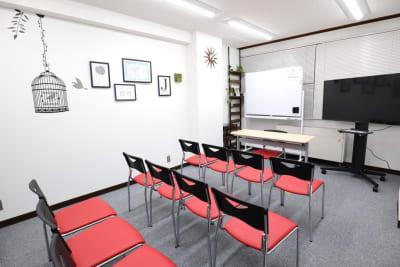 説明会用レイアウト - シェアプレ 貸会議室 神保町 コトリノトリコの室内の写真