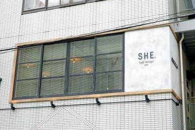 大津通『赤門』交差点すぐ!4軒目のビル2Fの隠れ家的なオシャレサロン◎ - SHE. サロンスペースの外観の写真