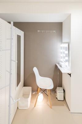 キラリラ神戸元町ウェスト 完全個室レンタルサロンの室内の写真