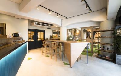 カフェスペース併設※カフェスペースのレンタルは別途オプションとなります。 - TheaterZzzの室内の写真