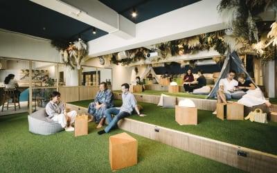 くつろぎの芝生空間 - TheaterZzzの室内の写真