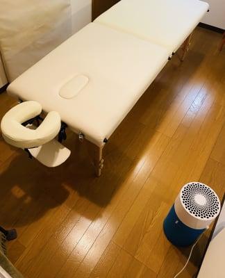 施術ベッド、空気清浄機(写真右下)の利用可。 - RRR(音楽教室内レンタルサロン レンタルスタジオ・サロンの設備の写真