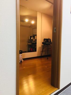 スタジオ入口ドア - RRR(音楽教室内レンタルサロン レンタルスタジオ・サロンの入口の写真