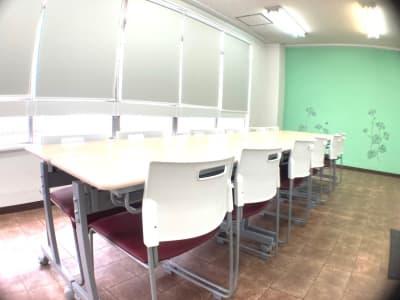 明るい室内。12人着席可。 - アーバンスペース雷門の室内の写真