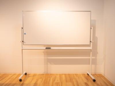 ホワイトボード - 枚方ビオルネ ビィーゴ セミナールームAの設備の写真