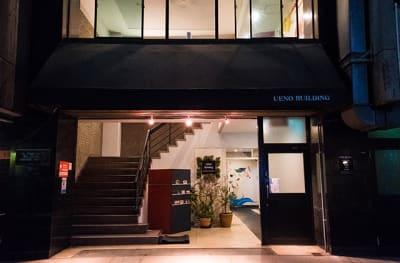 当店がある上野ビルエントランスです。 - 黒門カルチャーファクトリー 撮影スタジオの外観の写真