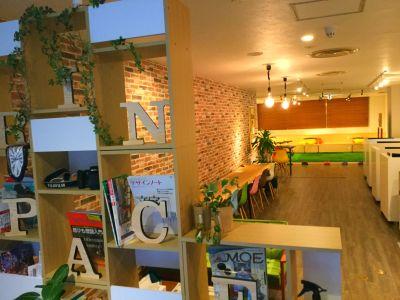 GrinSpace 会議室の入口の写真
