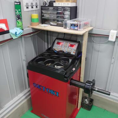 ホイールバランサー 24インチ対応 - けんちゃん工房 レンタルガレージ/レンタルピットの設備の写真