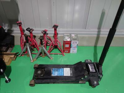 ジャッキ、ウマ - けんちゃん工房 レンタルガレージ/レンタルピットの設備の写真