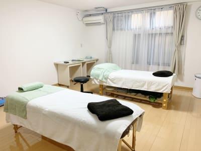 ベッド無料 - レンタルサロン(ルームC)の室内の写真