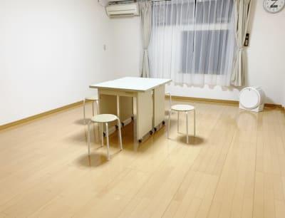 机イス 無料 - レンタルサロン(ルームC)の室内の写真