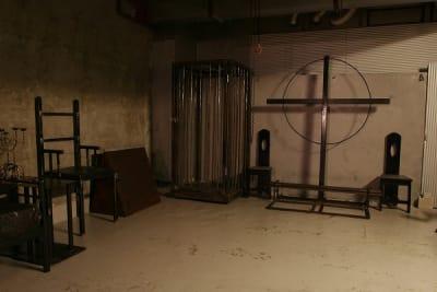 地下室・倉庫・監禁・吊り・拘束・はりつけ チェーンブロック取り外し可能。 - MKスタジオ 全ての用途OKの設備の写真