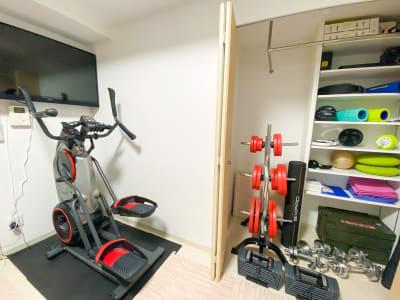ボウフレックス有酸素マシン - レンタルジム[TIME GYM] プライベートジムスペースの室内の写真