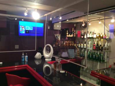 ただ今カラオケ休止しております - Jewel  Bar  Jewel の室内の写真