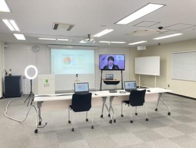 オンラインレイアウト② - 銀座ユニーク貸会議室 カンファレンスルームの室内の写真