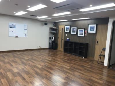 女性専用トイレはスタジオ内にございます。 - Y-STUDIO ダンス&ヨガスタジオの室内の写真
