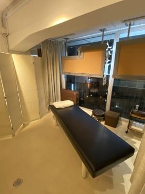 銀座シェアサロン【1CM】 セラピスト向け、サービス充実の室内の写真