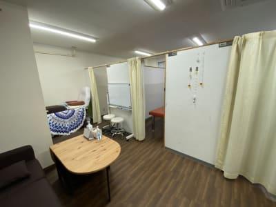 全体写真 - 東新宿レンタルスペース ①有効ベッド・整体アロマ鍼灸の室内の写真