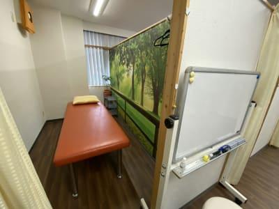 ホワイトボード - 東新宿レンタルスペース ①有効ベッド・整体アロマ鍼灸の室内の写真