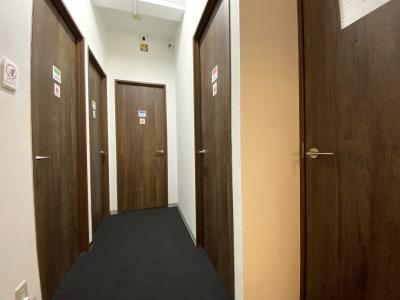 カラメル横浜西口店 B室(グリーン)の室内の写真