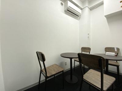カラメル横浜西口店 D室(ブルー)の室内の写真