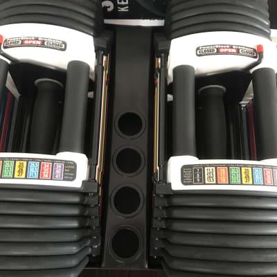 ダンベルは片方40㎏までの正規品パワーブロックのほか、プレート装着タイプも有 - GYM103 本格派:個人&パーソナルトレ!の設備の写真