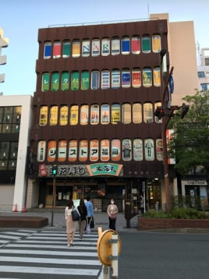 1F 回転寿司「玄海丸」さん  - ナレ・インターナショナル会議室 NARE貸会議室Aの外観の写真