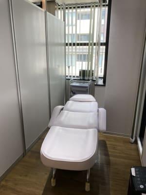 半個室です。 美容所登録済。 ※美容師免許をお持ちの方のに限ります。 - D➜スタート心斎橋 マツエクルームの室内の写真