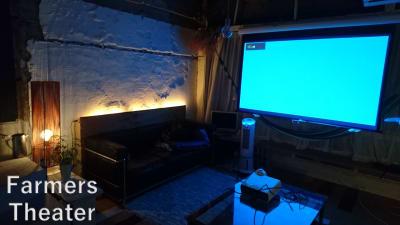 プロジェクターで映画もみれます - Farmersレンタルスペース 水上ビル一棟貸切レンタルスペースの室内の写真