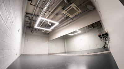 B studio(27平米) - StreetDancePark 【貸切】収録・配信・イベント等の室内の写真