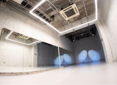 C studio(50平米) - StreetDancePark 【貸切】収録・配信・イベント等の室内の写真