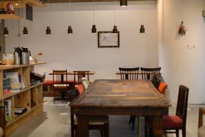 カフェ店内の様子です。 - 発酵するカフェ麹中・nomina レンタルスペースの室内の写真