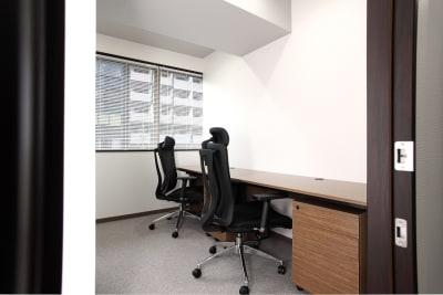 窓有タイプのお部屋です。 ※窓の有無はお選びいただけません。 - ビステーション新横浜 個室ドロップイン 2名部屋 2の室内の写真