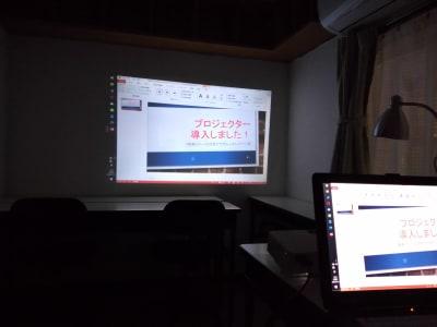 スクリーンは無しですが、壁を使ってこんな感じに出来ます。 - 大京クラブ【レンタルスペース】 【事務スペース】の設備の写真