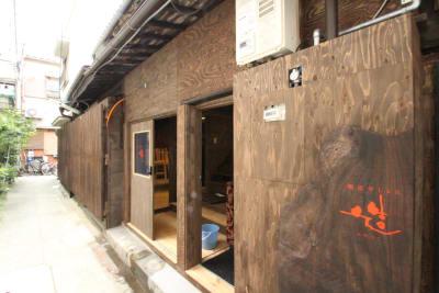路地に面した施設です。 - 龍造寺Lab.造 個室の入口の写真