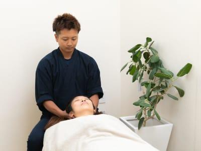 個室完備の為,オイルマッサージなどもご利用可能  - Rental Salon ユルリ HOGUSHI SALON の室内の写真